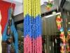 almacen-milcositas-manizales-colombia-artesania-colombiana-colgantes-amarillo-azul-rojo